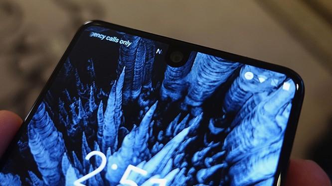 Essential Phone là mẫu điện thoại được mong đợi không kém gì iPhone 8 và Galaxy S8