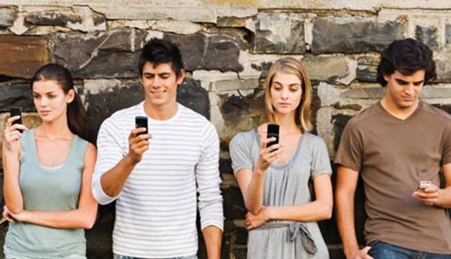 Những người trẻ sống trong thời đại công nghệ dễ trầm cảm và tự tử (ảnh Techlineinfo)