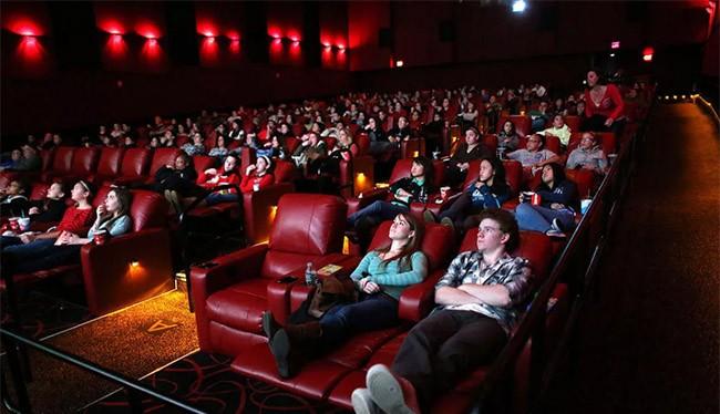 Các bộ phim bom tấn sẽ được cho thuê sau khi ra rạp khoảng 2 tuần (ảnh CNET)