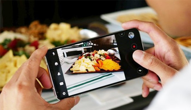 LG V30 vừa được ra mắt vào ngày 31/8 (ảnh: Phone Arena)