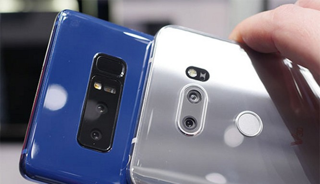 Galaxy Note 8 và LG V30 (ảnh: Phone Arena)