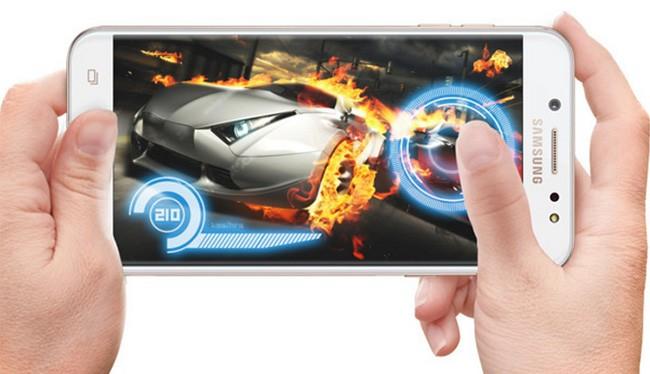 Galaxy J7+ là smartphone thuộc phân khúc tầm trung của Samsung (ảnh: Phone Arena)