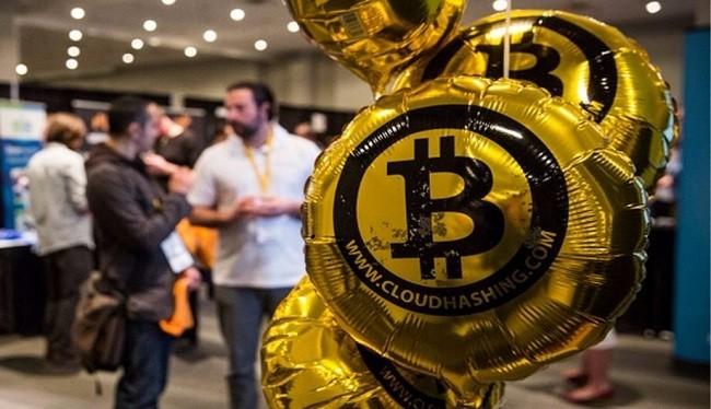 Giá bitcoin đang sụt giảm (ảnh: Business Insider)