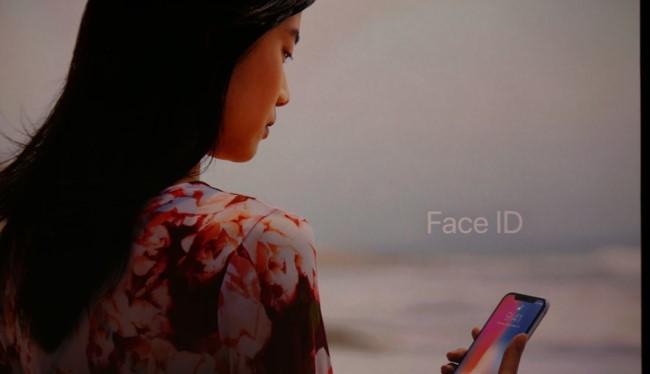 Face ID là tính năng lần đầu tiên được đưa vào iPhone (ảnh: The Verge)