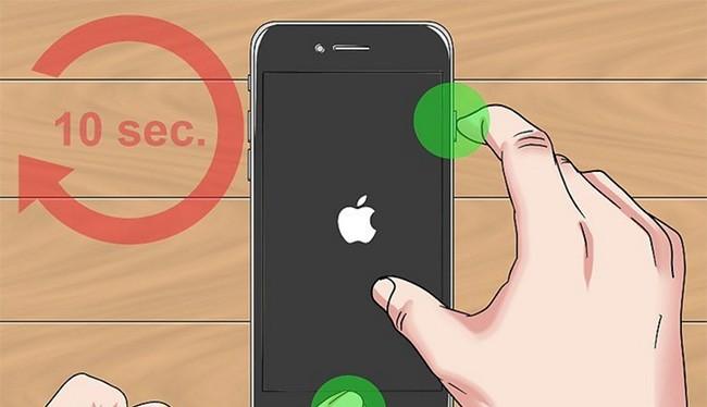 Cách hard reset như thế này không thể dùng với iPhone 8 và iPhone 8 Plus (ảnh: WikiHow)