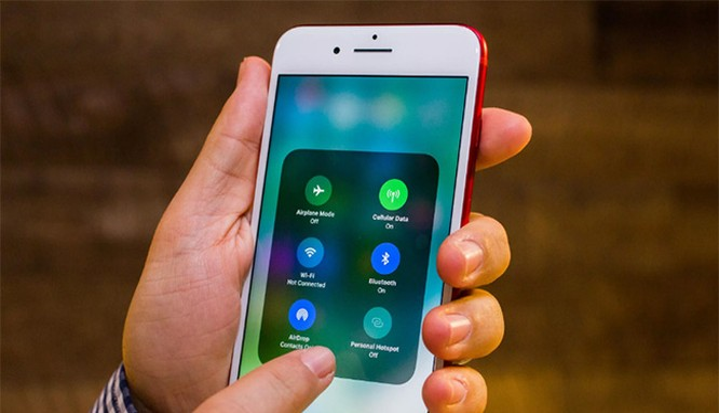 iOS 11.0.3 sẽ sửa một số lỗi liên quan đến âm thanh và cảm ứng lực trên iPhone (ảnh: CNET)