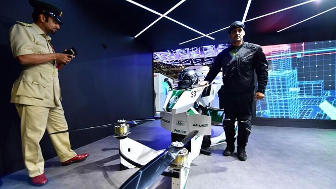 Xe mô tô bay của cảnh sát Dubai (ảnh: CNET)