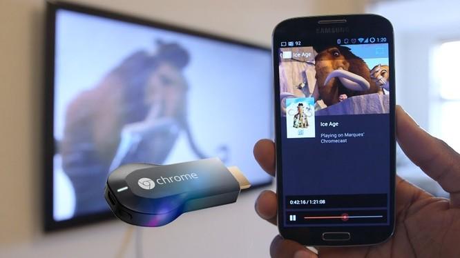 Thiết bị Chromecast cho phép bạn phát trực tiếp nội dung từ điện thoại lên tivi (ảnh: YouTube)