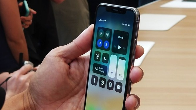 iPhone X sẽ được lên kệ vào ngày 3/11 (ảnh: Engadget)