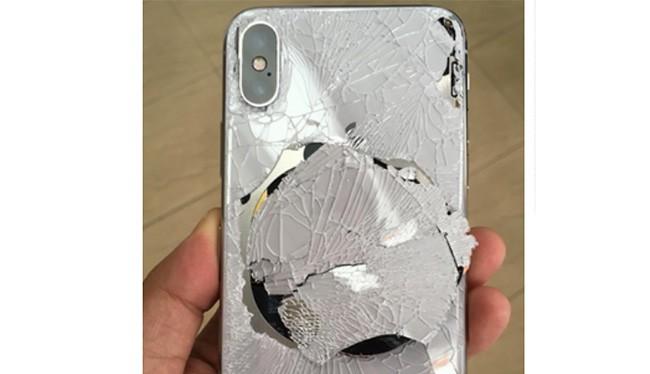 iPhone X bị rơi sẽ khiến chủ nhân tốn một khoản chi phí không nhỏ (ảnh: Phone Arena)
