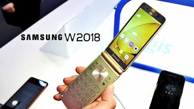 Điện thoại Samsung W2018 sẽ được công bố vào ngày 1/12 tới (ảnh: YouTube)