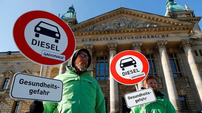 Các thành phố ở Đức có thể ra quyết định cấm xe chạy diesel (ảnh The Guardian)