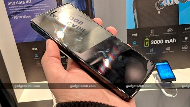 Đây là mẫu điện thoại có pin dung lượng cao nhất từ trước đến nay (ảnh Gadget 360)