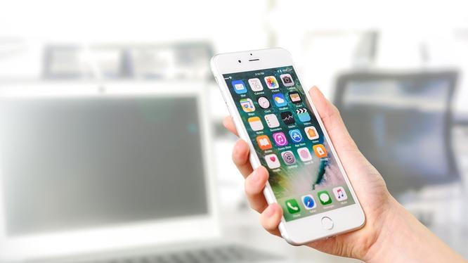 iPhone có thể dễ dàng bị mở khóa (ảnh Steemit)