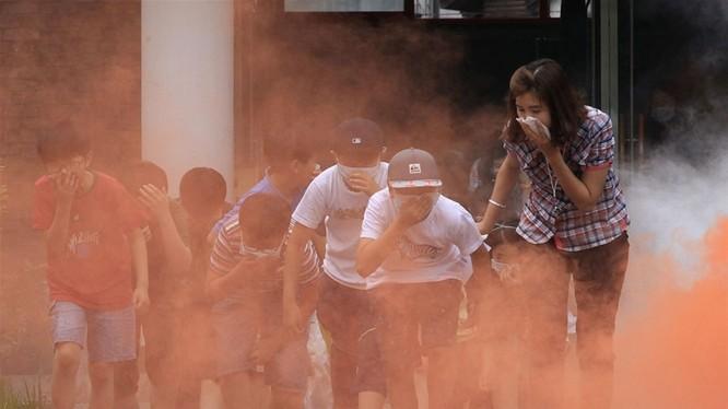 Cần bình tĩnh tìm cách thoát khỏi đám cháy khi xảy ra hỏa hoạn (ảnh Bestie.vn)