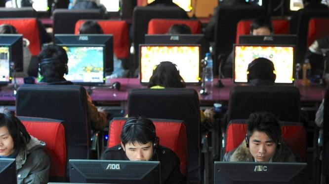 Một quán cafe Internet ở Vũ Hán (ảnh: Reuters)