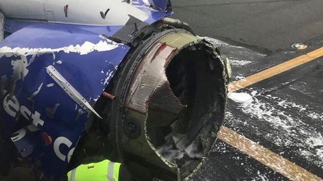 Máy bay của hãng Southwest Airlines gặp tai nạn khi đang thực hiện lộ trình từ New York tới Dallas (ảnh: AP)