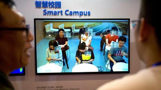 Công nghệ nhận dạng khuôn mặt của hãng Smart Campus có thể phát hiện ra học sinh đang nói chuyện hay nhìn vào điện thoại (ảnh AP)