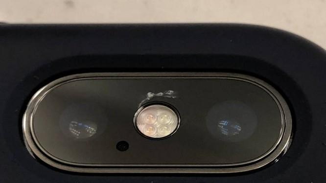 Kính che iPhone bị nứt (ảnh: diễn đàn Apple)