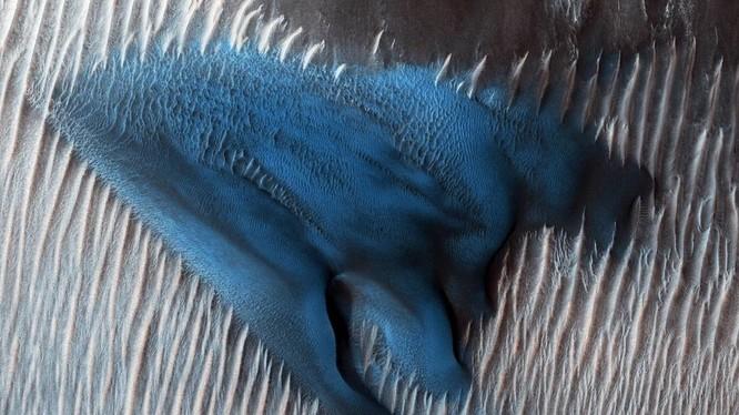 Đụn cát kỳ bí trên sao Hỏa (ảnh: NASA)