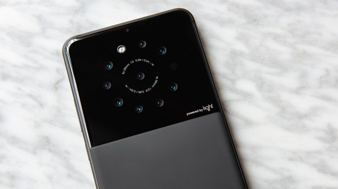 Điện thoại có 9 camera ở mặt lưng (ảnh: Twitter)