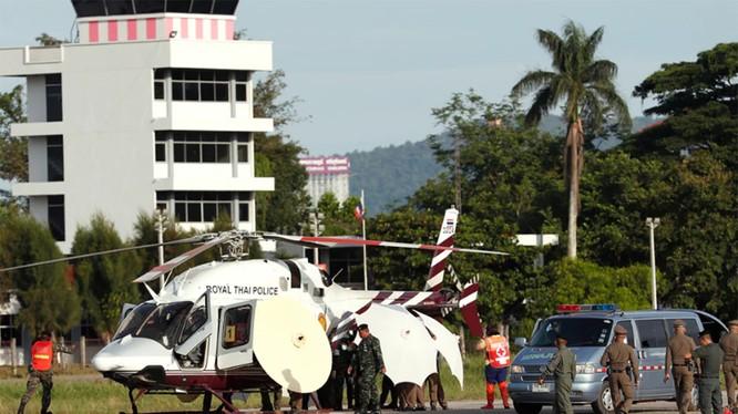 Trực thăng đưa các cậu bé tới bệnh viện Chiang Rai ngày 9/7