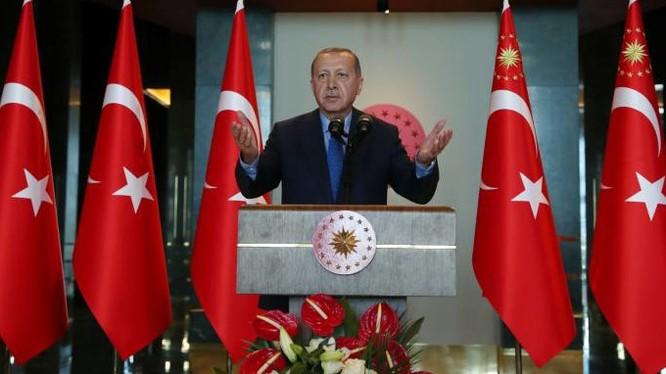 Tổng thống Thổ Nhĩ Kỳ, ông Recep Tayyip Erdogan yêu cầu người dân tẩy chay iPhone (ảnh: AP)