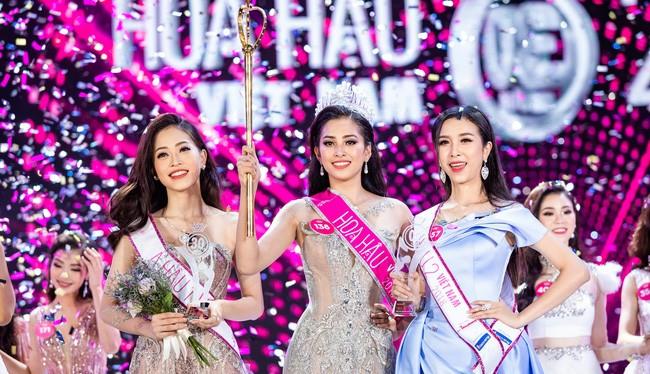 Hoa hậu Trần Tiểu Vy trong giây phút đăng quang (ảnh: VTV)