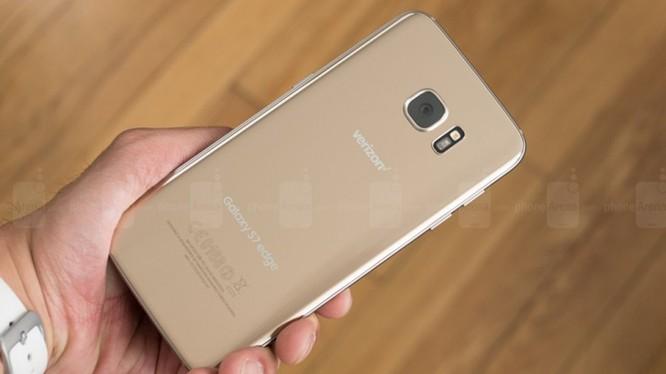 Galaxy S7 Egde được Samsung ra mắt vào năm 2016 (ảnh: Phone Arena)