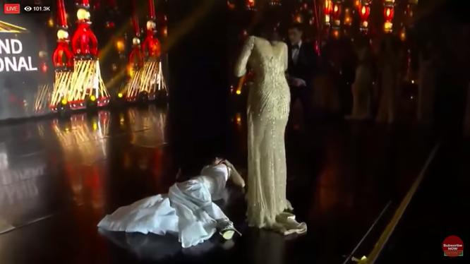 Người đẹp Paraguay ngất xỉu ngay trên sân khấu