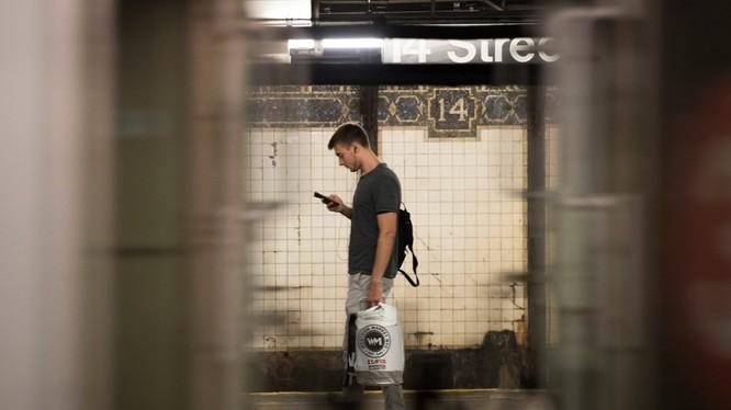Dùng nhiều mạng xã hội gây hại cho sức khỏe, dễ trầm cảm và cô đơn