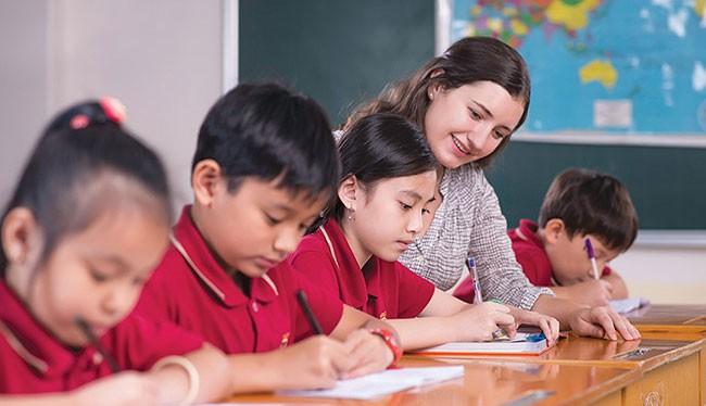 Trẻ em Việt Nam tại các thành phố lớn có điều kiện tiếp xúc sớm với Anh ngữ (ảnh Vietnamnet Bridge)