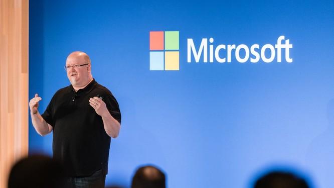 ông Kevin Scott - Giám đôc Công nghệ của Microsoft đưa ra dự báo về xu thế công nghệ trong 10 năm tới (ảnh: Microsoft)