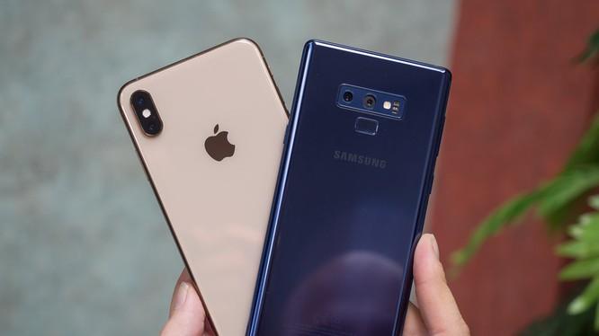 iPhone XS Max và Galaxy Note 9 (ảnh: Phone Arena)