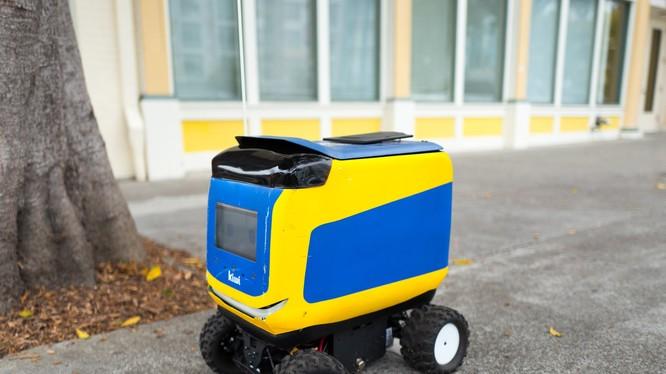 Robot tự động giao đồ ăn của hãng Kiwi (ảnh: Business Insider)