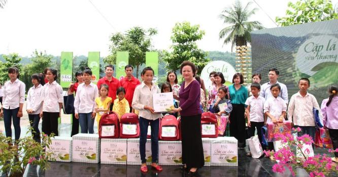Doanh nghiệp nên coi trọng hoạt động từ thiện vì cộng đồng (ảnh: Bizlive)