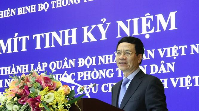 Bộ trưởng Nguyễn Mạnh Hùng nói chuyện tại lễ mít tinh