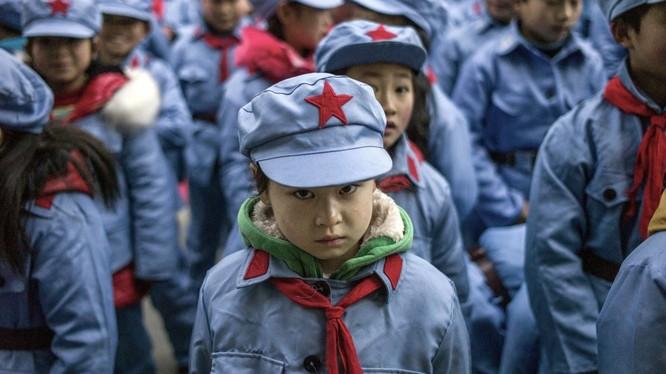 Trẻ em mặc đồng phục ở Trung Quốc (ảnh: AFP)