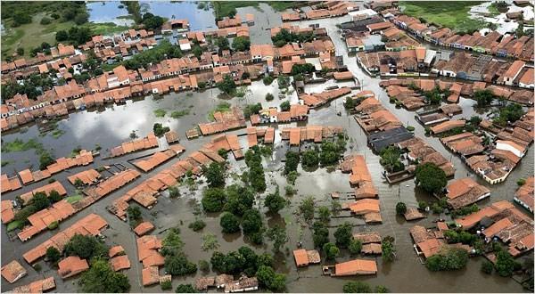 Lũ lụt khiến nhiều ngôi nhà ở Brazil chìm trong biển nước (ảnh: Vietnam Plus)