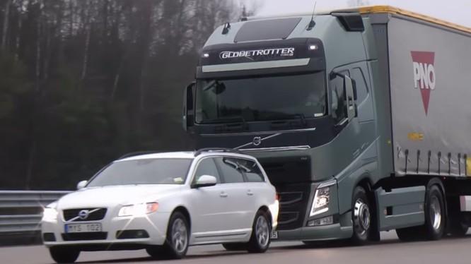 Từ năm 2020, những chiếc xe mới xuất xưởng tại 40 quốc gia sẽ phải có hệ thống phanh tự động (ảnh: Volvo)