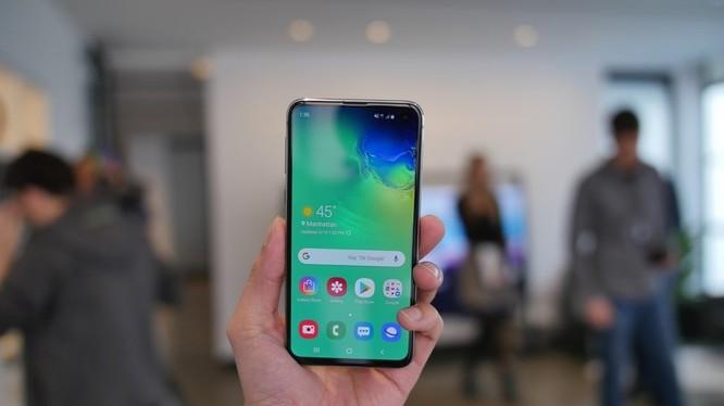 Galaxy S10e là smartphone giá rẻ nhất nếu so với S10 và S10+ (ảnh: Phone Arena)