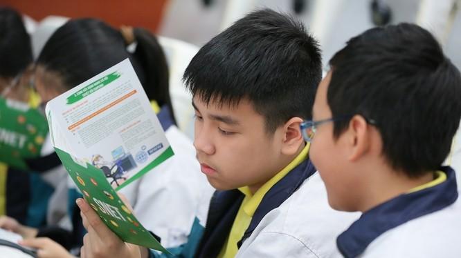 Theo một thống kê của MSD và Vietnet ICT, nhiều học sinh từ 5-6 tuổi đã sớm được tiếp xúc với Internet (ảnh: MSD)
