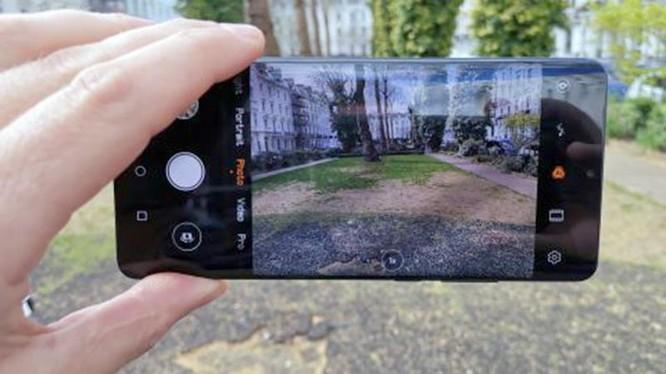 P30 Pro là mẫu điện thoại được Huawei cho ra mắt trong thời gian gần đây (ảnh: Digital Camera World)