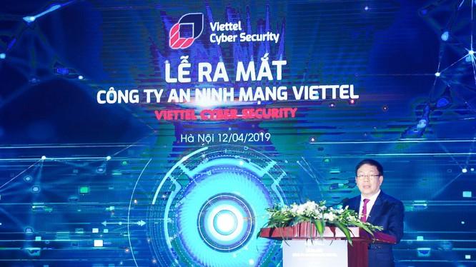 Thiếu tướng Lê Đăng Dũng – Quyền Chủ tịch kiêm Tổng giám đốc Tập đoàn Viettel phát biểu tại sự kiện ra mắt Công ty An ninh mạng