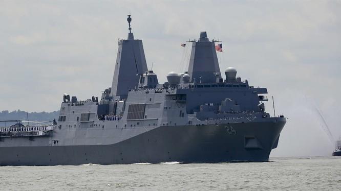 Tàu vận tải đổ bộ USS Arlington tham dự Tuần lễ Hạm đội tổ chức vào ngày 23/5/2018 (ảnh: AP)