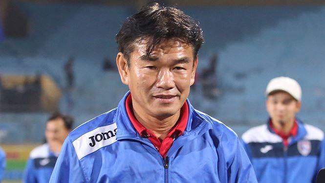 HLV Phan Thanh Hùng đang xây dựng lại hệ thống cho đội bóng vùng Than (ảnh: CLB Quảng Ninh)