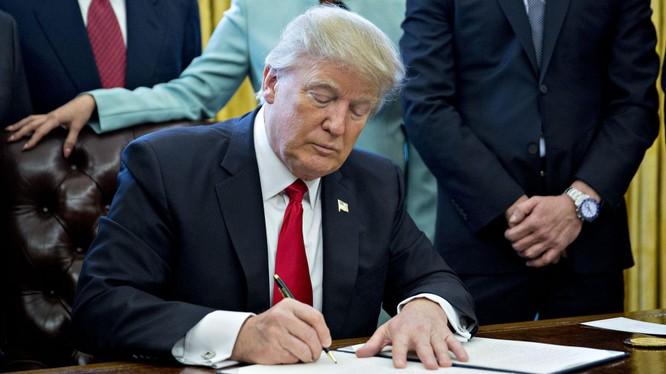 Tổng thống Trump coi Huawei là mối đe dọa đến an ninh quốc gia