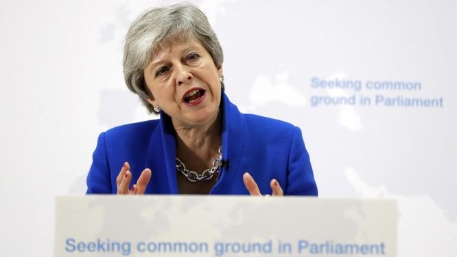 Thủ tướng Anh Theresa May đưa ra đề xuất bất ngờ nhằm cứu vãn thỏa thuận Brexit (Nguồn: Reuters)