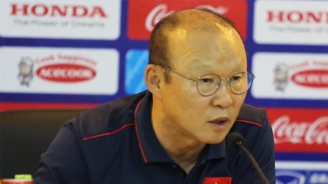 HLV Park Hang-seo tỏ ý không hài lòng khi báo giới chỉ trích quá nhiều về bản danh sách các cầu thủ được triệu tập vào đội tuyển thi đấu tại King's Cup.