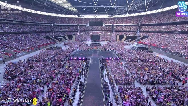 Sân vận động Wembley chật cứng fan BTS